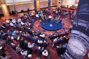 Fishbowl-Diskussionsrunde auf dem Fachkongress Absturzsicherheit 2019 - die Premiumpartner des Kongresses standen für Fragen bereit<br />