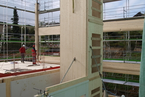 """Der Kern des Neubaus, das Treppenhaus, erfüllt mit Brandschutztüren die Anforderungen an den Brandschutz <span class=""""bildnachweis"""">Fotos: Kost Holzbau und Gesamtbau</span>"""