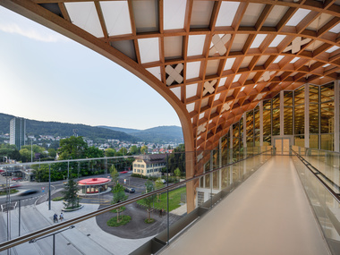 Übergang vom Swatch-Neubau zum Museum Cité du Temps