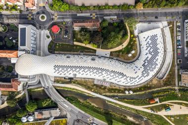 Das Dachtragwerk des Swatch-Neubaus in Biel überspannt eine Länge von 240 Metern<br />