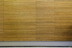 Die Holzfassade ist resistent gegen holzzerstörende Pilze und Insekten. Das Holz wird aber im Laufe der Zeit vergrauen<br />Fotos (3): Manfred Vogel/vor-ort-foto.de