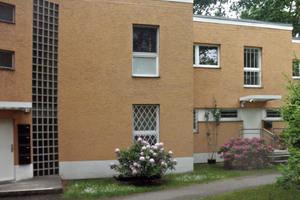 """Die Fassade des Berliner Mehrfamilienhauses vor der Sanierung ...<span class=""""bildnachweis"""">Foto: Florentine Raspé</span>"""