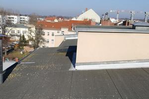 So sah das Dach des Berliner Wohn- und Geschäftshauses vor der Sanierung aus