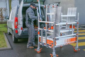 Aus den Bauteilen des Gerüstes kann werkzeuglos ein Transportwagen gebaut werden