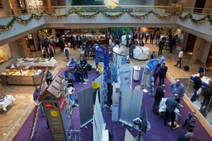 Die begleitende Fachausstellung zum Kongress im Grand Elysée Hotel zeigte Produkte, Systeme und Lösungen zur Absturzsicherheit