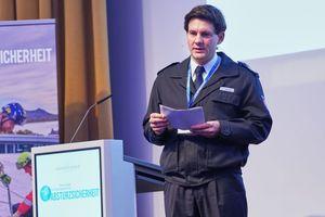 Rechts oben: Tobias Slabon gab in seinem Vortrag Einblicke in die Arbeit der Höhenrettungsgruppe der Feuerwehr HannoverFotos: ManicoTV, Köln