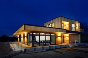 Der zweigeschossige Holzrahmenbau besteht aus einem Mock-Up, einem Bau zu Versuchszwecken, der neu genutzt wurde<br />