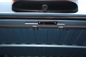 Die Rückfahrkamera in der über der Hecktür montierten Bremsleuchte liefert ein gutes Bild vom Geschehen hinter dem Fahrzeug<br />