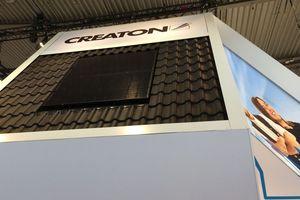 Eine Solaranlage zur Indach-Montage für das Steildach zeigte Creaton auf der Messe Dach+Holz 2020<br />