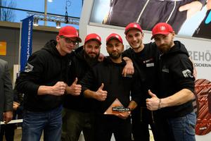 Das DachPro-Team belegte auf der Messe den ersten Platz beim Creaton Influencer Award, der erstmals verliehen wurde
