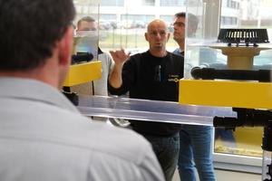 Thomas Dreisilker, Sita-Anwendungstechniker und gelernter Dachdecker, stellt im Seminar Produkte vor und gibt Tipps für den Einbau