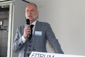 Hermann-Josef Pohlmann, Abteilungsleiter Hochbau in der Senatsverwaltung für Stadtentwicklung und Wohnen, gab in seinem Vortrag einen Einblick in Holzbauprojekte in Berlin