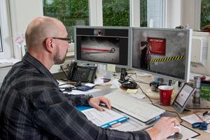 Mit neuen Online-Schulungen bietet ABS Safety Dach- und Höhenarbeitern die Möglichkeit, in den eigenen vier Wänden oder am Büro-PC Webinaren zum Thema Absturzsicherung zu folgen