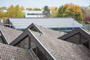 """Die asbestbelasteten Faserzementplatten auf den Sheddächern mussten zurückgebaut und entsorgt werden<span class=""""bildnachweis"""">Fotos: Rockwool</span>"""