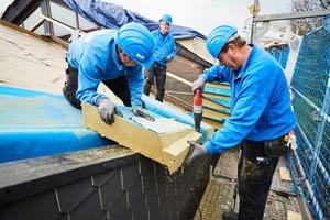 Die Dämmung der Sheddächer über den Werkstatthallen erforderte Erfahrung und Augenmaß