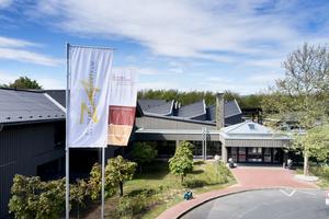 Das Bundesbildungszentrum des Zimmerer- und Ausbaugewerbes in Kassel nach der Dach- und Fassadensanierung