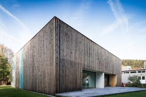 """2018 belegte das Projekt """"Holzbox"""" den ersten Platz des niedersächsischen Holzbaupreises. Das Projekt umfasste die Aufstockung eines ehemaligen Kindergartens in Uslar<span class=""""bildnachweis"""">Foto: Sven Herwig </span>"""