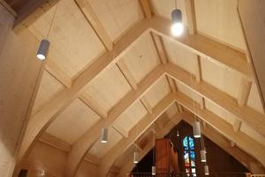 Statt Brettsperrholzplatten für die Wand- und Deckenscheiben kamen Dreischichtholzplatten in jeweils 40mm Dicke zum Einsatz