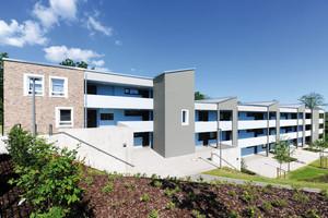 Die Wohnungen des Mehrfamilienhauses in Detmold werden über Laubengänge erschlossen <br />