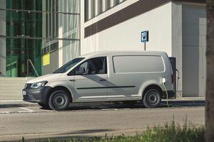 Der neue ABT e-Caddy wird von einem 200 Nm starken E-Motor mit 83 kW Leistung angetrieben. Er erreicht eine Höchstgeschwindigkeit von 90 km/h