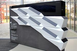 """Das Photovoltaik-Modul """"SOLAR.shell"""" für Hausfassaden soll bis zu 50 Prozent mehr Sonnenenergie als herkömmlich angebrachte Solarmodule liefern. Das Bild zeigt einen Prototypen"""