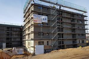 Beton trifft Holz: Dennert hat für mehrstöckige Gebäude in Hybridbauweise eine besonders leichte Variante ihrer Beton-Fertigdecken entwickelt