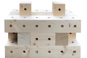 """Der Standardblock des Systems """"Woodbrick"""" ist 60cm lang, 30cm hoch und 30cm dick"""