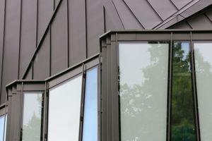 Fenster an den Seiten der Dachsegmente lassen viel Tageslicht in das Dachgeschoss