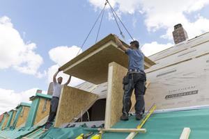 """Die Gauben des """"Litec GBS""""-Systems von Linzmeier bestehen aus Holzwerkstoffplatten mit innenliegender PU-Dämmung"""