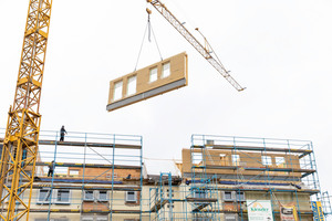 """Montage der Wandelemente im fünften Stock des Gebäudeensembles <span class=""""bildnachweis"""">Fotos: Gutex, Martin Granacher</span>"""