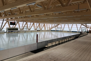 In Sporthallen sorgen die Polycarbonat-Paneele durch ihre homogene Lichtstreuung für blendfreies Tageslicht<br />