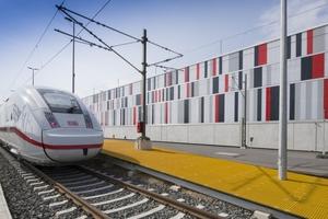 """Im """"Lookbook"""" ist auch die ICE-Wartungshalle der Deutschen Bahn in Köln-Nippes zu sehen, mit Fassade im Corporate Design der Deutschen Bahn"""