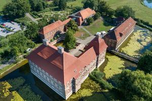 Nach der Sanierung: Die Schlossanlage des Wasserschlosses Oberwerries aus der Vogelperspektive
