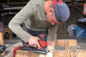 Auch das Sägen von Konstruktionsvollholz, etwa für Sparrenköpfe, funktionierte im Test gut. Insgesamt vergab die Zimmerei gute bis sehr gute Noten für die Akku-Stichsäge