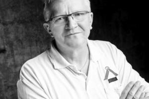 Einer der Investoren des Bauprojekts ist Dachdeckermeister Rolf Lutz, dessen Mitarbeiter die Fassadenverkleidung erstellten