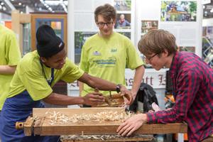 Praxisvorführung der Jugendbauhütten der Deutschen Stiftung Denkmalschutz auf der Messe denkmal 2018