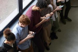 Mit Anzeigen auf Facebook und Instagram sollen Nutzer erreicht werden, die sich überwiegend auf diesen Plattformen informieren und austauschen