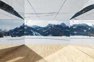 """Die Wände im Außenbereich und im Inneren des Gebäudes sind verspiegelt<span class=""""bildnachweis"""">Fotos (2): Stefan Altenburger</span>"""