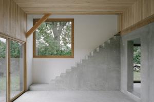 Das Tragwerk des Hauses ist in Holzrahmenbauweise gebaut, ausgeführt im traditionellen Abbund mit zimmermannsmäßigen Holzverbindungen<br />