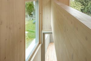 <p>Die Fensterflächen des Hauses bieten Schutz vor ungewollten Einblicken und gleichzeitig Offenheit und Transparenz</p> <p>&nbsp;</p> <br />