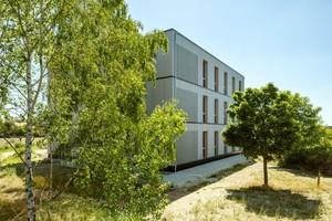 Ebenfalls mit einem ersten Preis wurden die Erweiterung des Lessing Gymnasiums in Braunschweig (siehe Foto) und die Neue Oberschule Braunschweig ausgezeichnet. Beides sind dreigeschossige Schulgebäude in Holzbauweise<br />