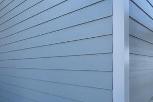"""Die Innen- und Außenecken wurden mit """"Metal Trim"""" Aluminiumprofilen von James Hardie Europe gestaltet"""