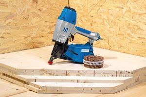 Mit den Fasco-Druckluftnaglern werden die magazinierten LignoLoc Holznägel verarbeitet. Die Holznägel lassen sich beispielsweise zur Beplankung voin Holzrahmenwänden mit Holzwerkstoffplatten nutzen<br />