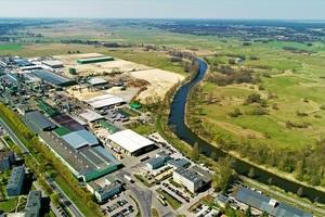 Steico produziert bisher in zwei Werken in Polen und einem Werk in Frankreich Holzfaser- und Zellulosedämmung und Furnierschichtholzprodukte. Auf dem Bild das Werk in Czarnkow (Polen)<br />