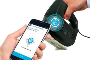 Die Elektrowerkzeuge werden mit NFC-Tags gekennzeichnet, die für die Ausleihe und Rückgabe mit dem Smartphone gescannt werden<br />