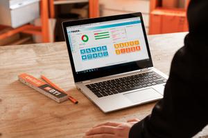 Die Nutzeroberfläche des Verwaltungsprogramms zeigt, wo Maschinen und Werkzeuge gerade im Einsatz sind<br />