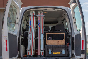 Zusammengeklappt lassen sich die Leitern gut tragen und im Firmenwagen verstauen