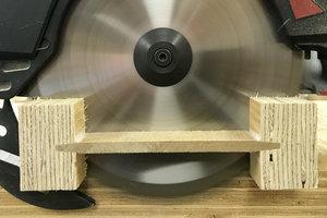 Die Steicowall Stegträger lassen sich mit üblichen Holzbearbeitungsmaschinen, etwa Handkreissägen, bearbeiten<br />