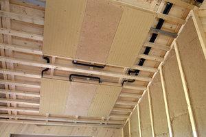 Die Heizelemente sind an der Decke angebracht und sorgen für die nötige Wärme in den Räumen