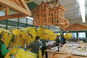 Die Luftkissen werden nach dem Praxistest abtransportiert